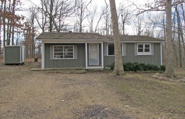 In Private Location - This home is situated in Ozark Acres,AR and offers a living room, kitchen, 2 bedrooms and full bath. Would make a great vacation get away or starter home. Also located in a private location. What A Price!!! Contact Jason 870-847-5846 and view this home