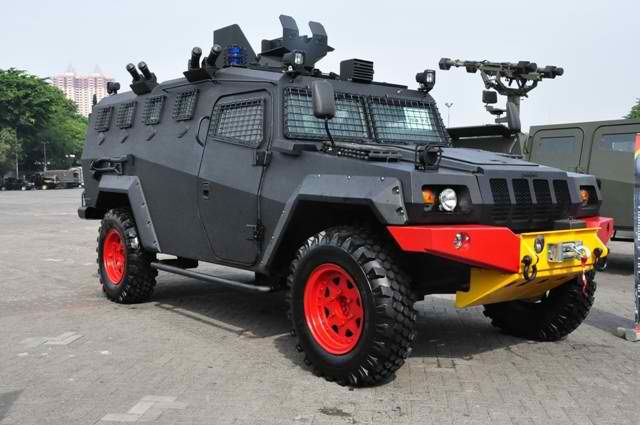 Komodo Apc Variant Indodefence 2012 Police Cars By Country Wikimedia Commons Police Cars Tactical Truck Vehicles