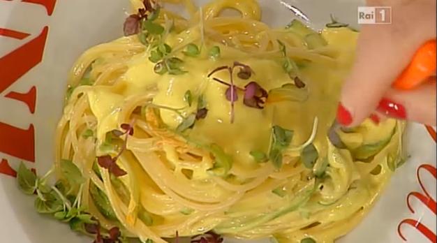 Ricette Sergio Barzetti: spaghetti alle zucchine con salsa golosa | Ultime Notizie Flash
