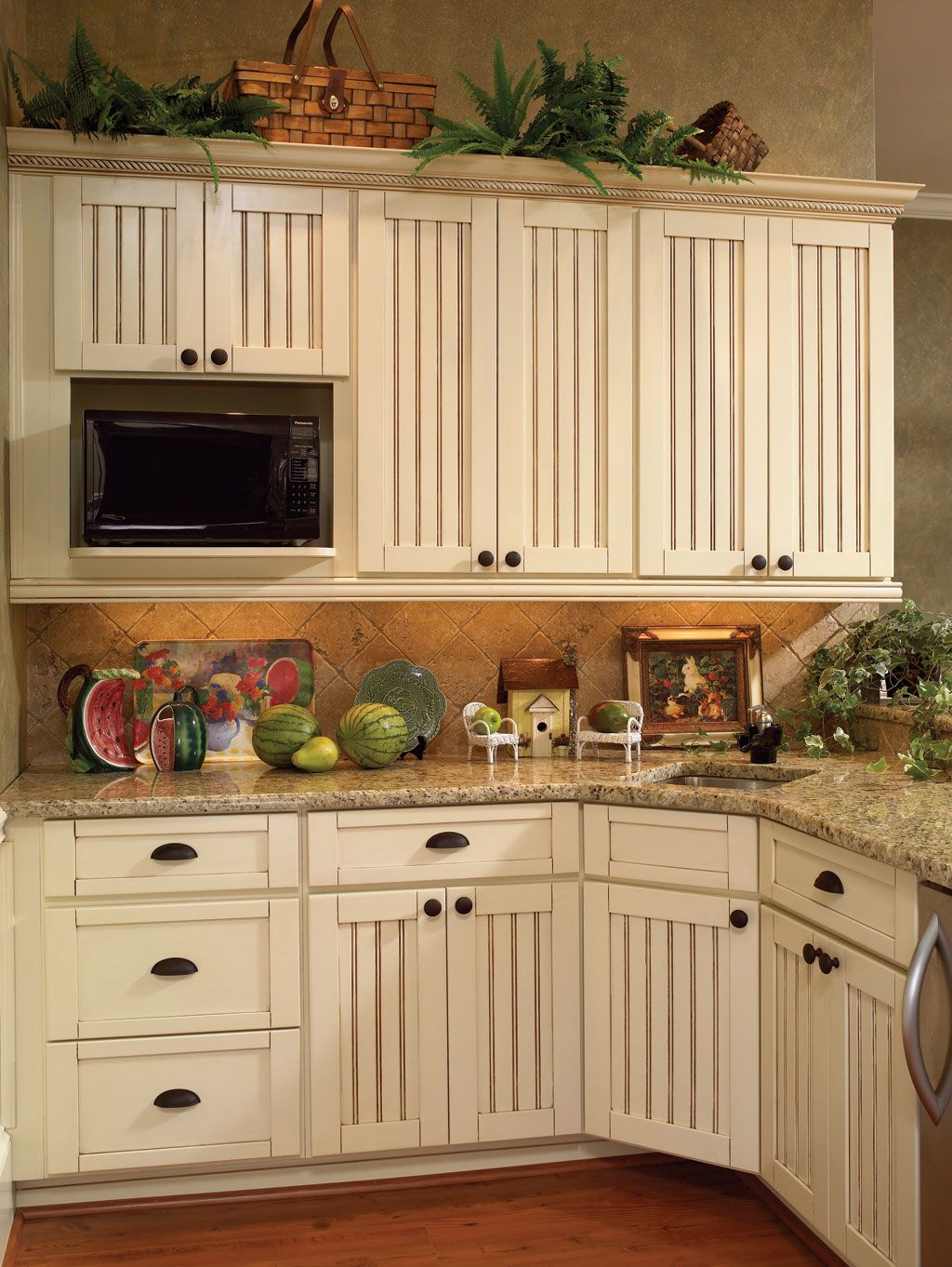 Somerset Maple Vanilla Bean Kitchen Cabinets from Wellborn ...