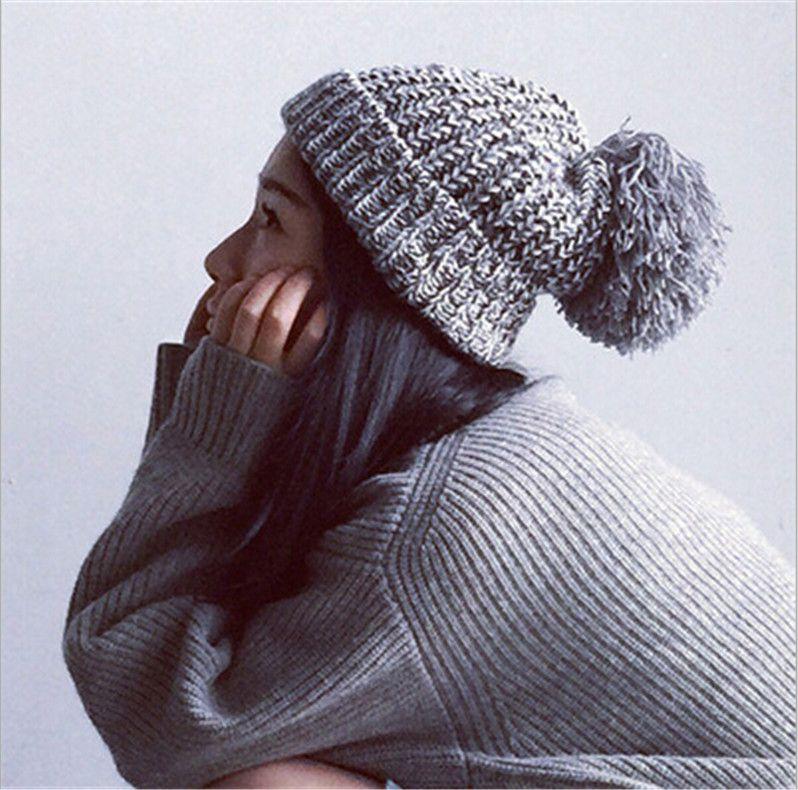Aliexpress.com  Comprar Brand sombrero de invierno mujeres otoño 2015 moda  Snapback Caps bola de pelo sombreros de protección del oído cálido gorro de  lana ... fac68fed0ff