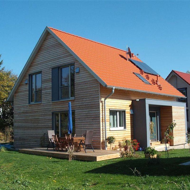 holzhaus halfingen haus fassade u dach pinterest holzh uschen dachneigung und fassaden. Black Bedroom Furniture Sets. Home Design Ideas