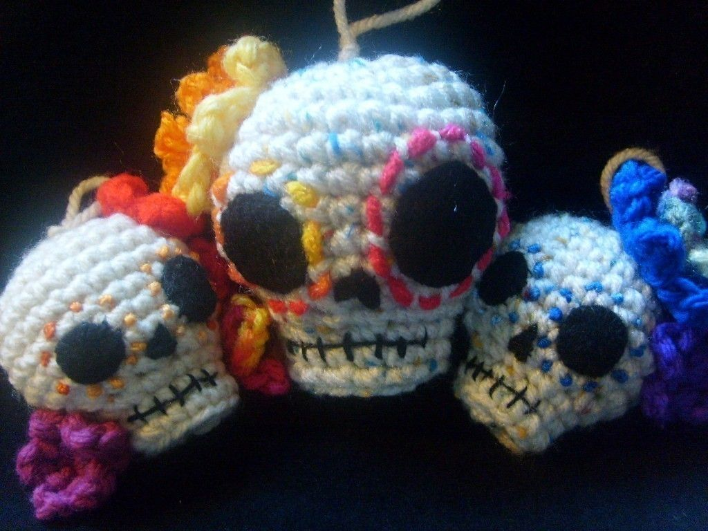 Day of the Dead amigurumi Crochet Pattern-Day of the Dead Skull hanging ornaments- 2 sizes PATTERN ONLY $3.90 USD