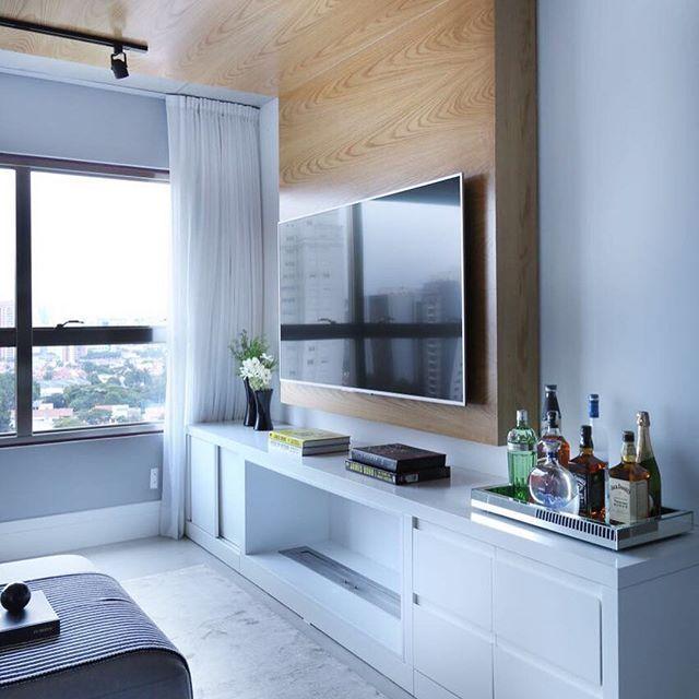 Madeira e laca branca.... Combinação perfeita!! By @moniserosaarquitetura