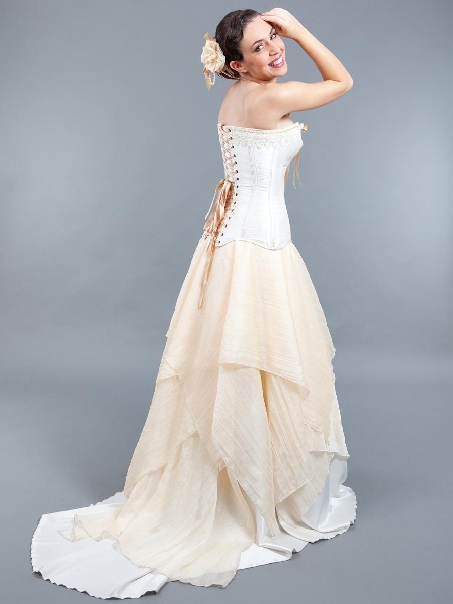 Conjunto de novia compuesto por dos piezas. El corset esta realizado ...