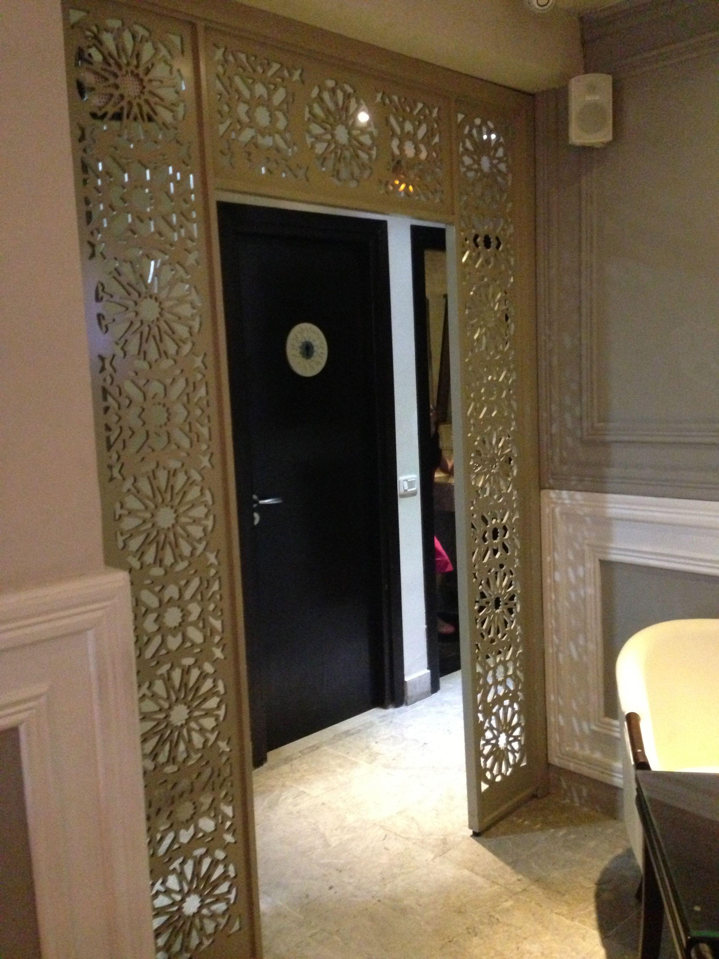 Claustrat de bois oriental pour encadrement porte caf for Encadrement de porte interieur