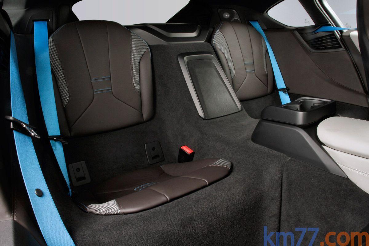 BMW i8 Gama i8 HALO + paquete Pure Impulse Coupé Kristallwei efecto perlado con acentuac.BMW i Blau Interior Asientos 3 puertas
