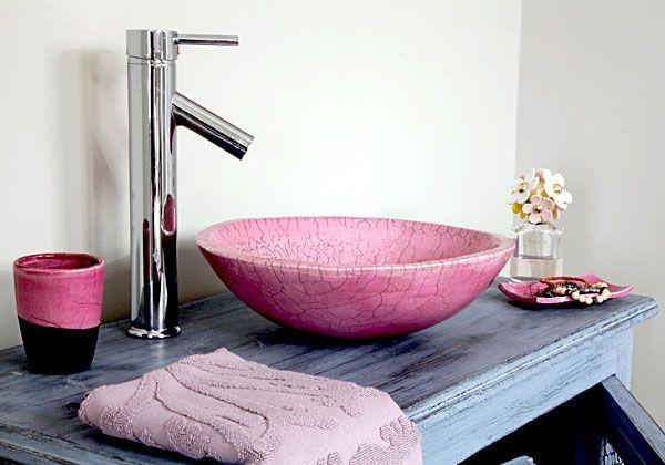 Vasque rose en raku dans une salle de bain pour enfants kaolin cr ations - Salle de bain enfants ...