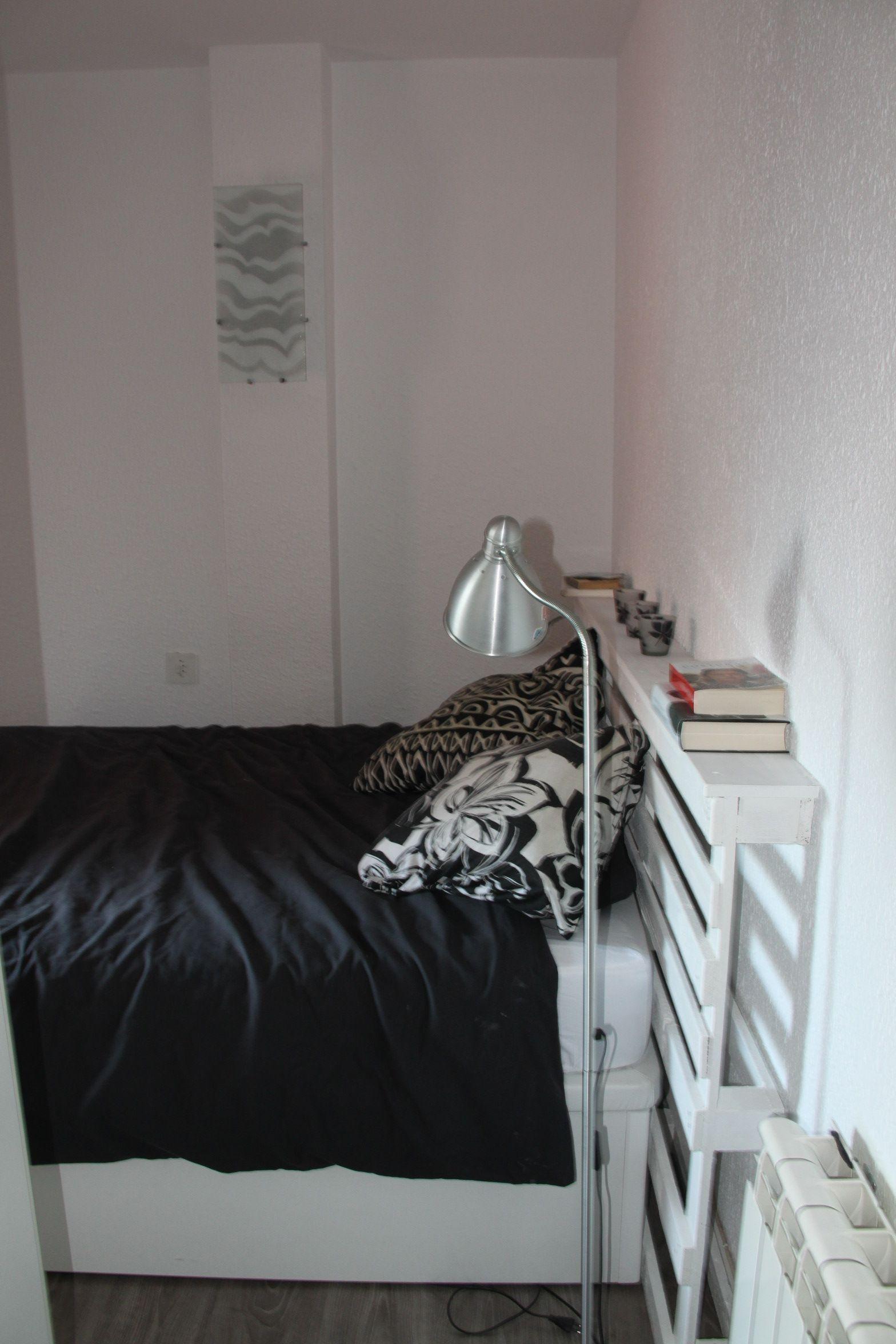 Un cabecero de cama hecho con un palet | apartamento | Pinterest ...