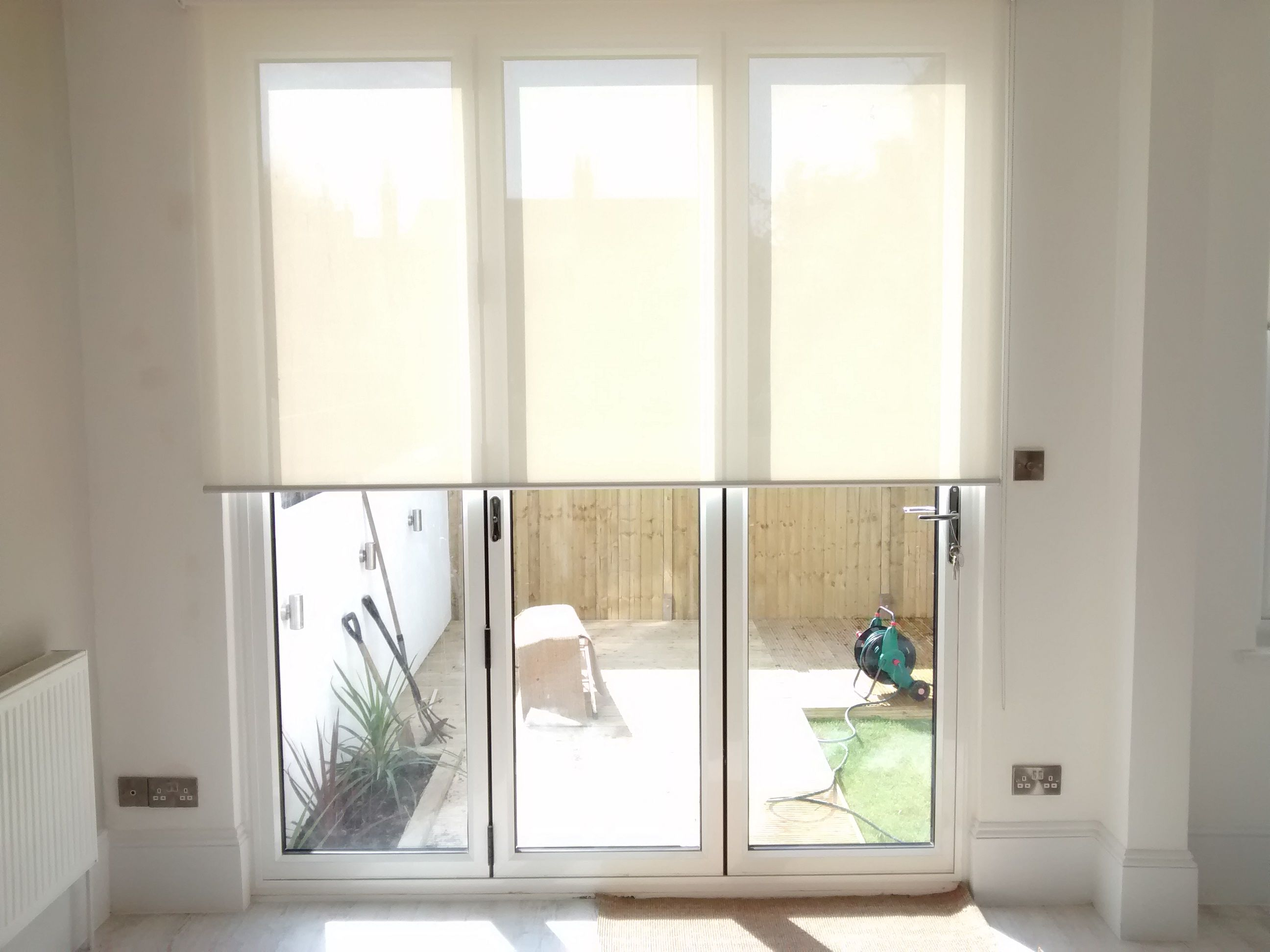 Sunscreen Roller Blind To Bifold Doors London Made To Measure