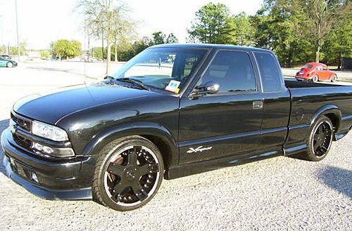 2001 Chevy S10 Xtreme  Extended Cab  Fleetside  Black wRims