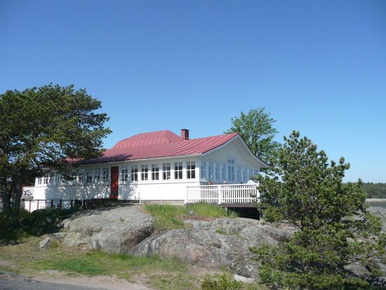 Lovely cafeteria named 'Neljän tuulen tupa', in one of peninsulas of Hanko.  I use to first walk along a beautiful beach and then go to this little idyllic place to drink a cup of coffee with an ice cream.  Fyra vindarnas hus, Hangö, Finland