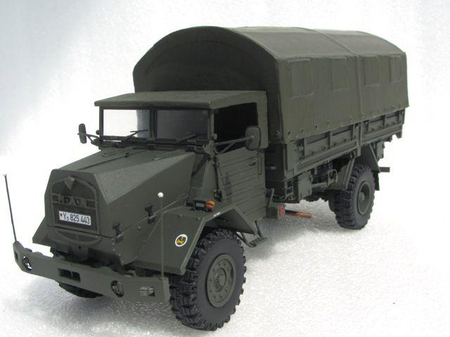 Das Modell Zeigt Einen Lkw 5t Gl Bw Man 630 L2ae Pritsche Die Zugehorigkeitszeichen Weisen Das Fahrzeug Der 1 Pzgre Modellbau Lkw Bw Fahrzeuge Lkw Modelle