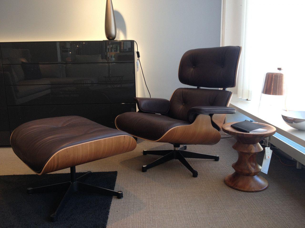 Designklassiker lounge chair von vitra in braunem leder