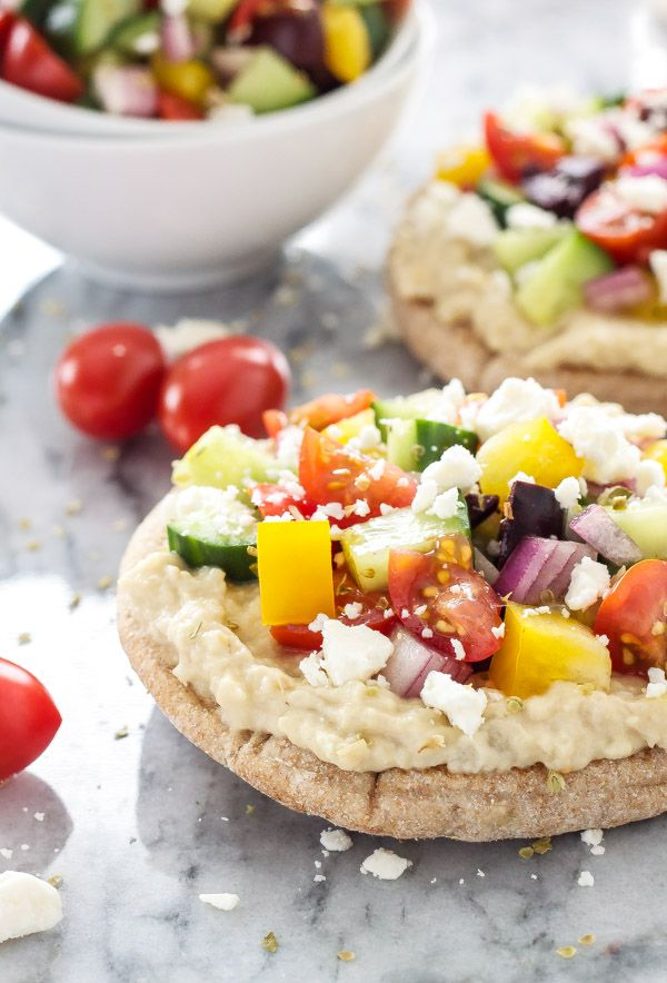 Greek Pita Pizzas | Super healthy, vegetarian pizza with all your favorite Greek flavors! | www.reciperunner.com