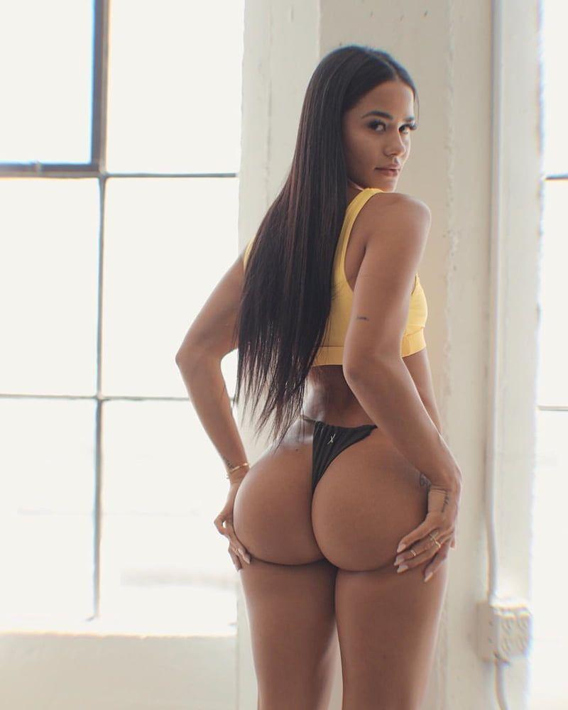 Женское белье на попке скрытая камера в примерочной женского нижнего белья i