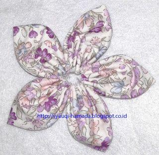 Cara Membuat bros bunga lancip dari kain perca  75a0572f90
