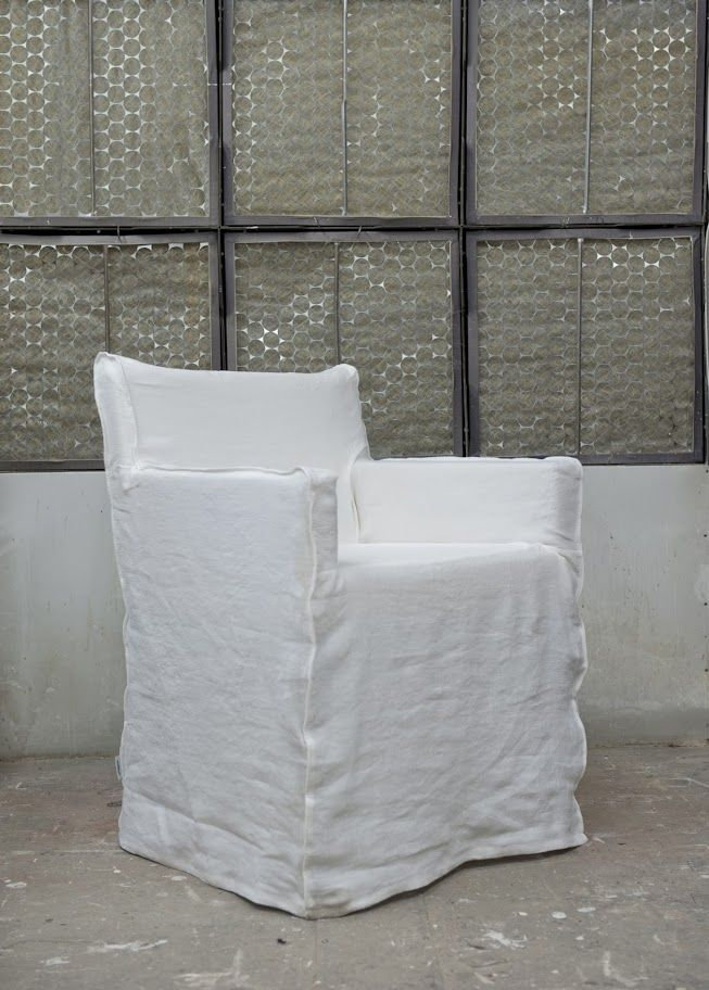 Slipcover: Loose Fit Urban Fabric: Rosendal Pure Washed