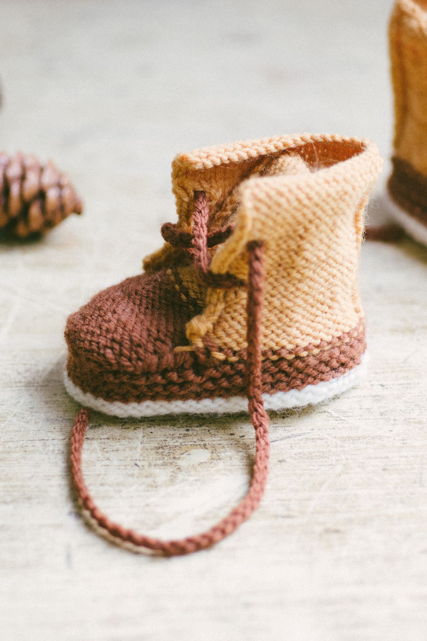 baby duck booties from Quince & Co. #knitting #baby #booties | MAKE ...