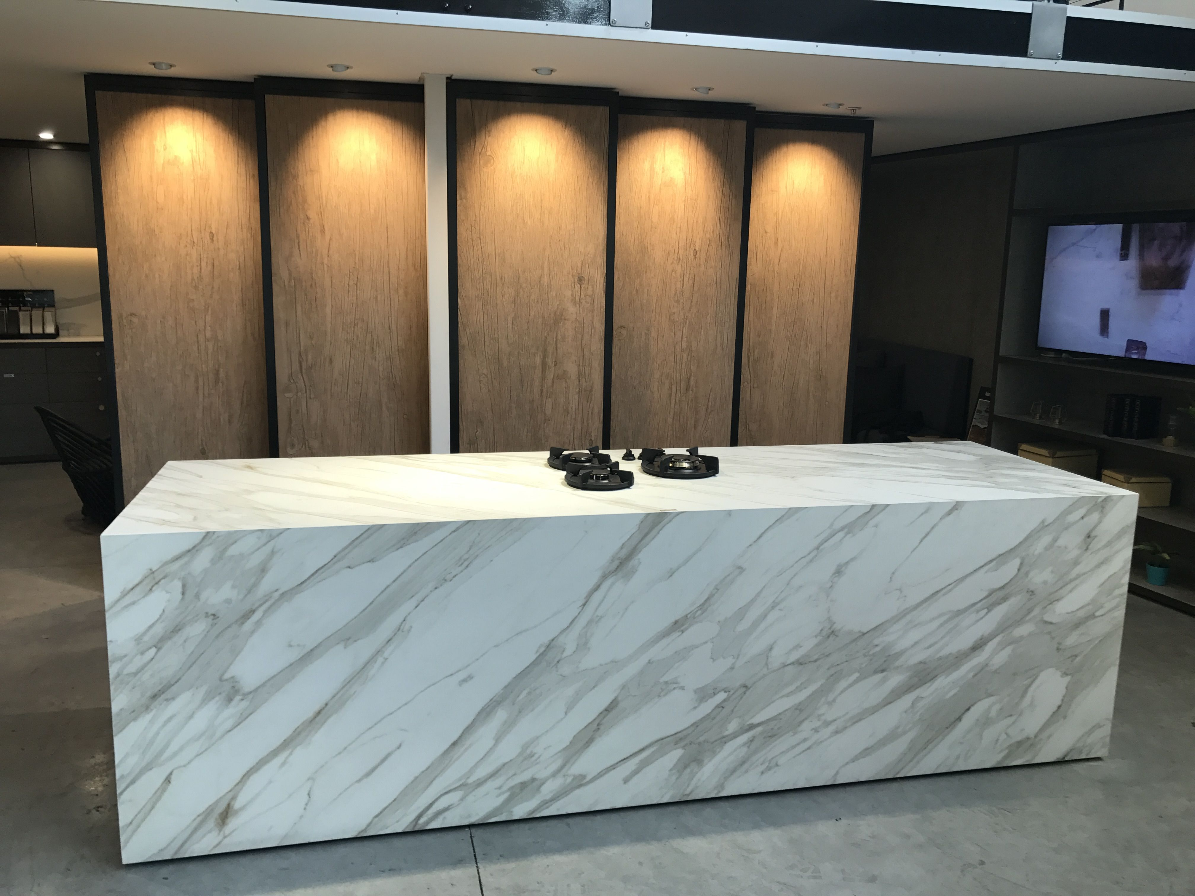 Neolith Calacatta Gold Island Bench With @Pittcookingaus 3 Burner (Cima)