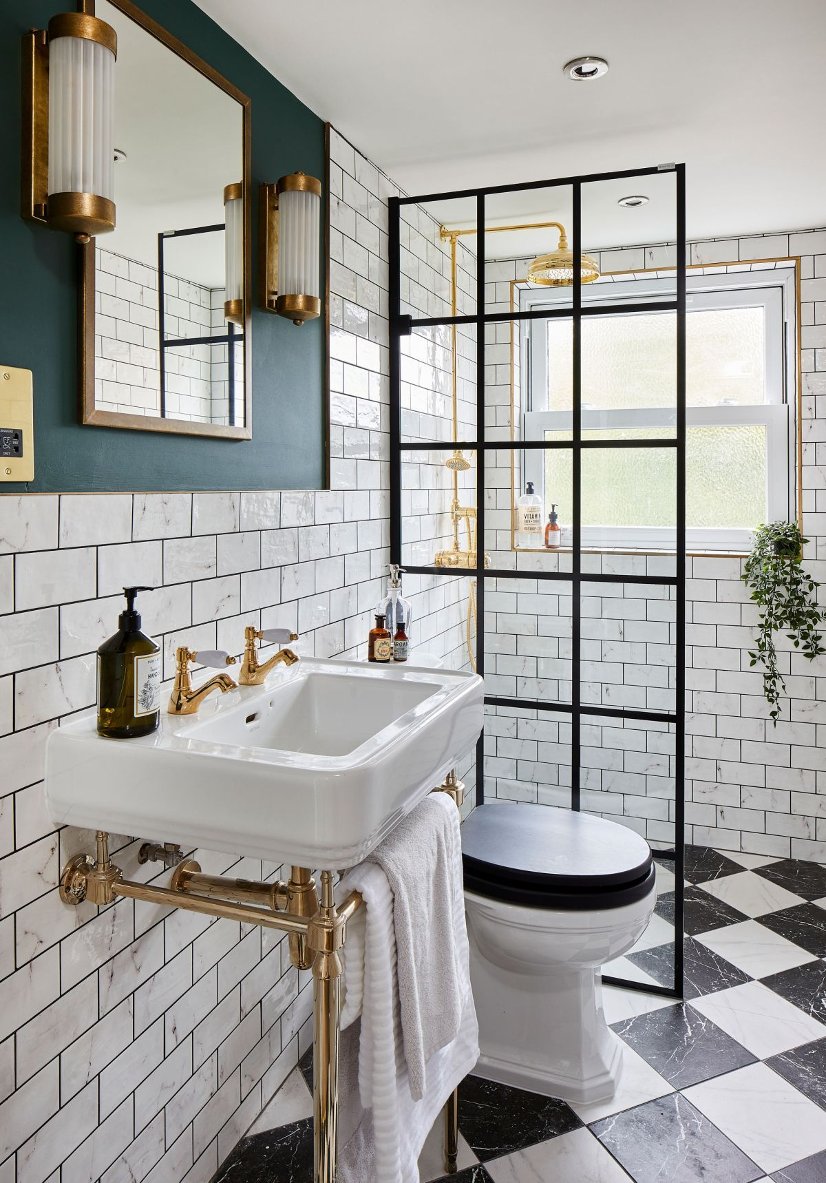This en suite shower room is packed with style in 2020 ...