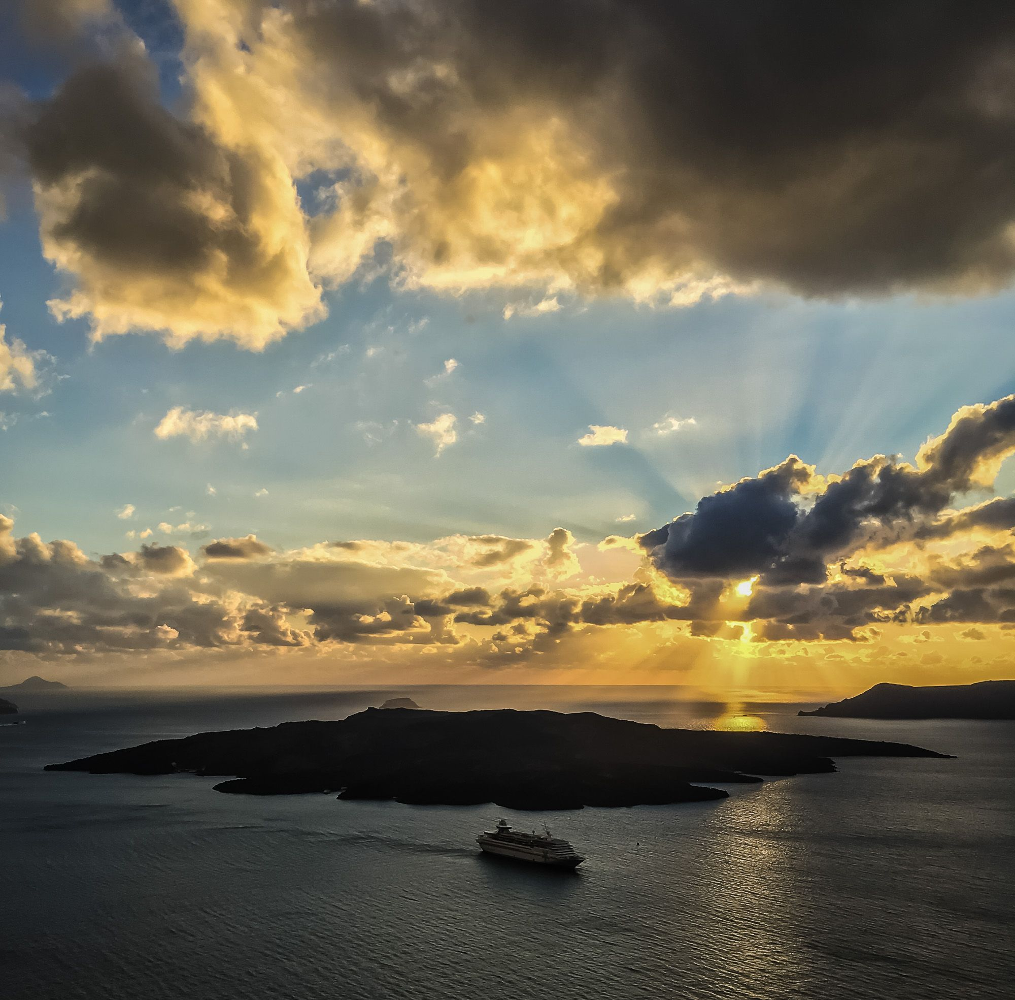 Time for another reminder of how spectacular the sunsets can be on Santorini...