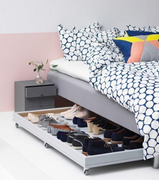 Guarda los zapatos debajo de la cama para ganar espacio - Armario bajo cama ...