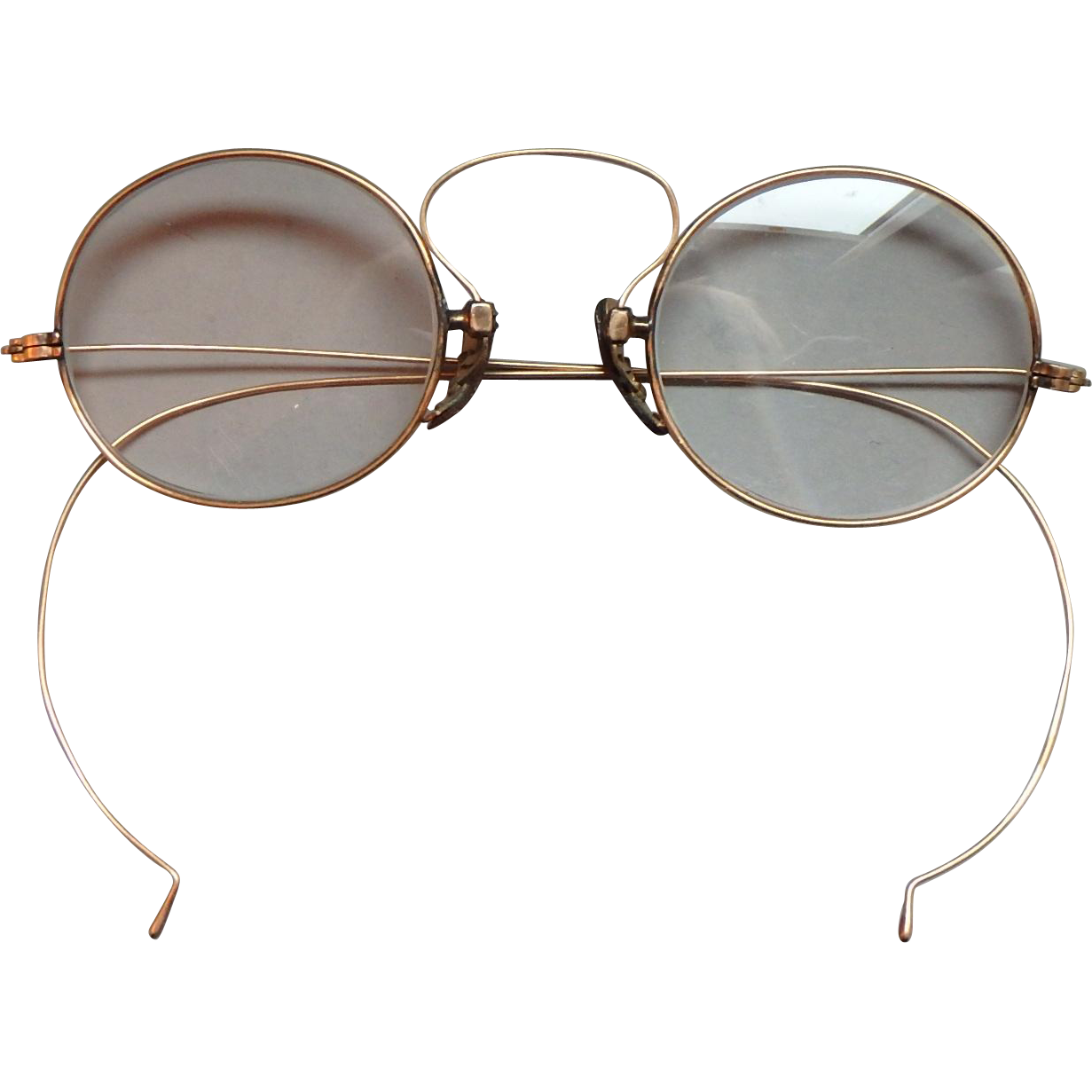 4b6d7bcce6 Antique 14k Gold Wire Rimmed Eyeglasses This pair of glasses is light and  comfortable. The nose pieces are engraved with a non-slip surface.