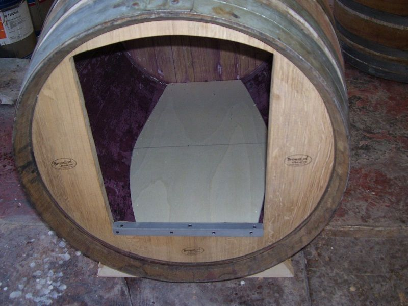 1174 ingresso cuccia per cane da botte usata in for Botti in legno per arredamento