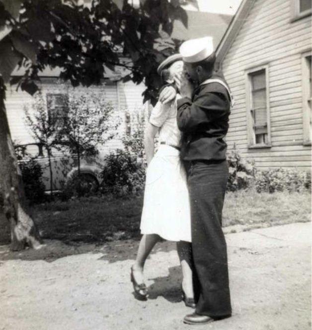 A Kiss Goodbye Vintage Kiss Vintage Couples Vintage Romance