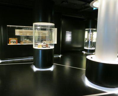Modern Museum Display Google Search Living Wall Museum Displays Display Case