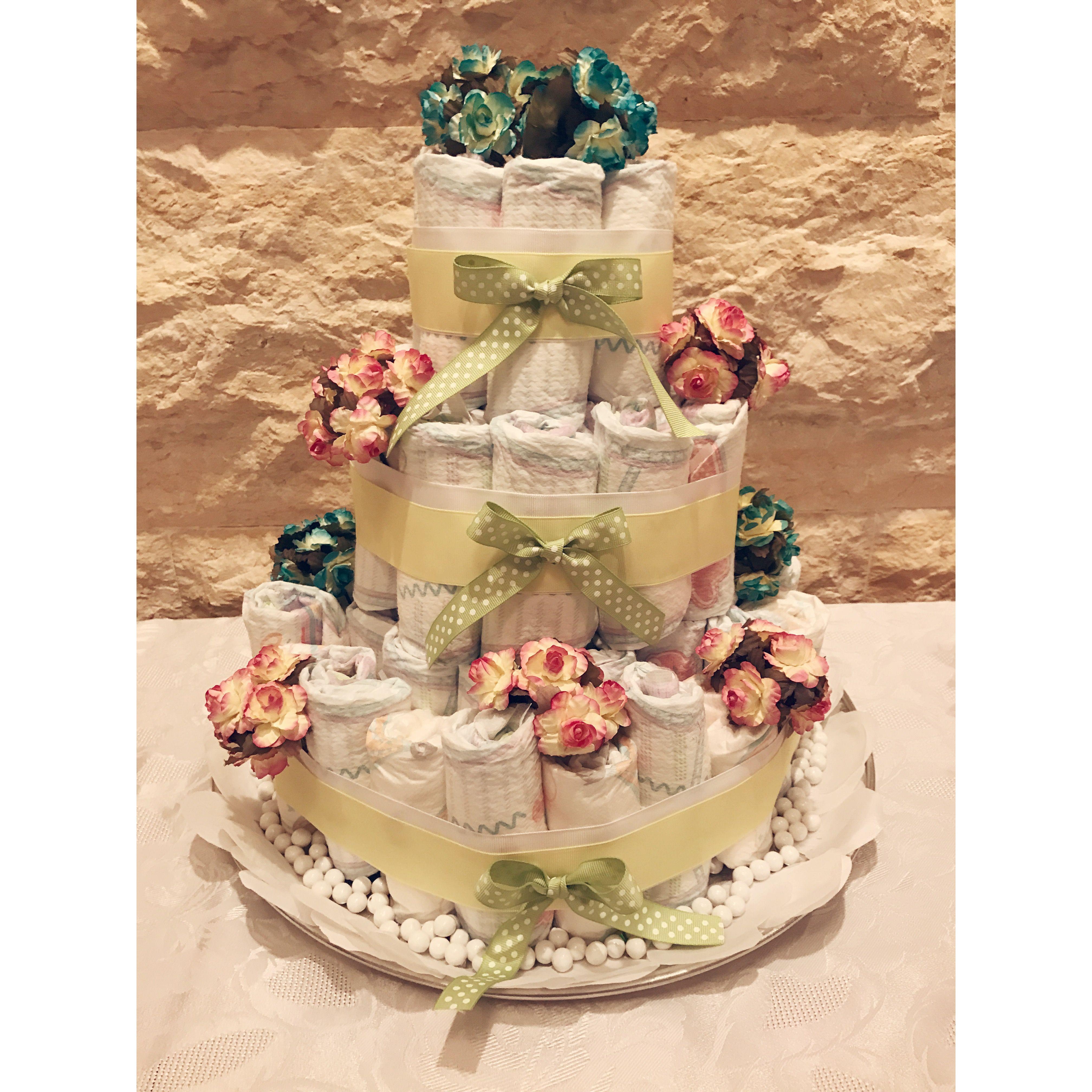 Diaper cake for neutral baby shower.
