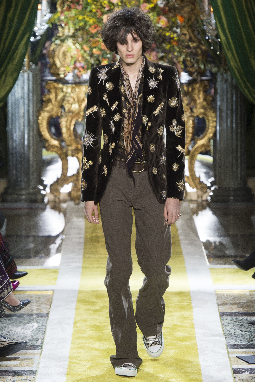 811c9f2c1e8 Roberto Cavalli Fall 2016 Ready-to-Wear Fashion Show | Fall 2016 ...