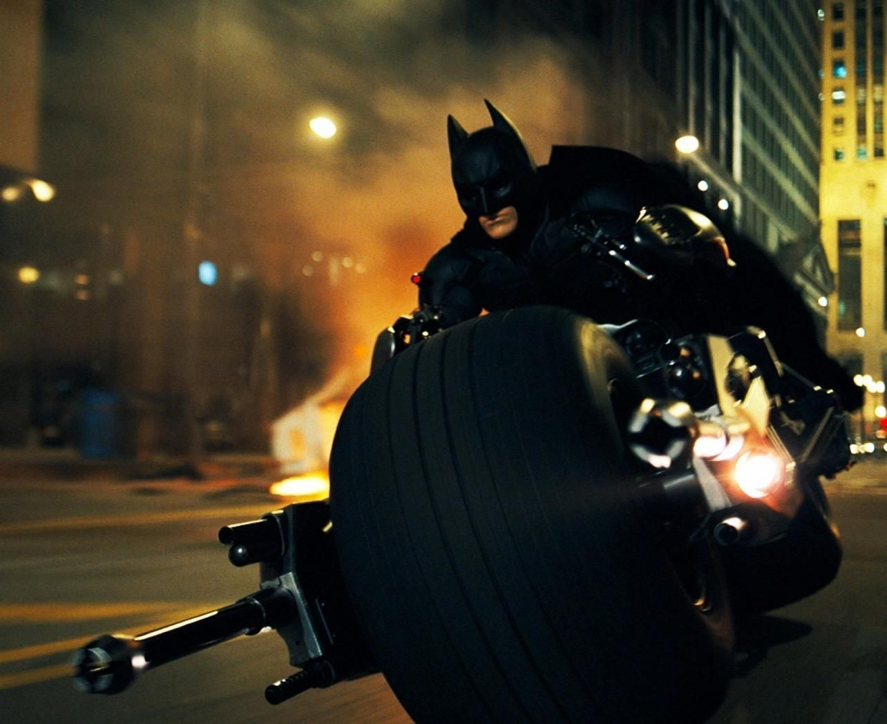 بالصور أفضل المحركات التي قادها باتمان Batman السيارات ارابيا Famous Cinema Movies Stars Batman The Dark Knight Dark Knight Wallpaper Batman Film