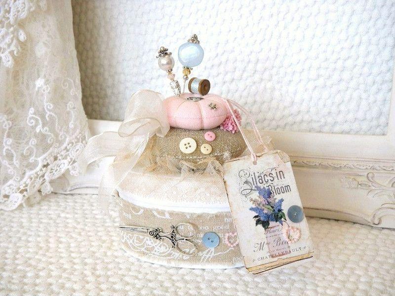 Nadelkissen auf Pappschachtel - Vintage, Deko von  ♥ bei Margarethe ♥ vintage ♥ Bären-doll´s ♥  auf DaWanda.com