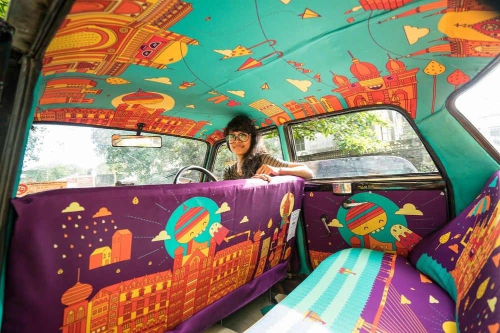 تعمل شركة تاكسي فابرك الهندية أو كما يسمونها بالهند أقمشة التاكسي بتصميم أقمشة تحتوي على رسومات نابضة بالحياة بحيث تغطي كل شبر داخ Urban Art Taxi Unique Canvas