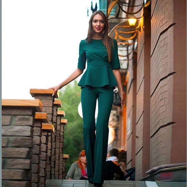 fbbd4a5c204 Женский деловой костюм с пышным топом зеленого цвета