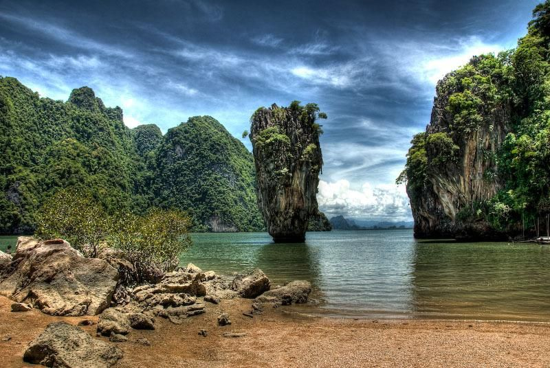 World's Spectacular Sea Stacks - I didn't even know what a sea stack was! Here is the wikipedia, if you want to know too: http://en.wikipedia.org/wiki/Sea_stack