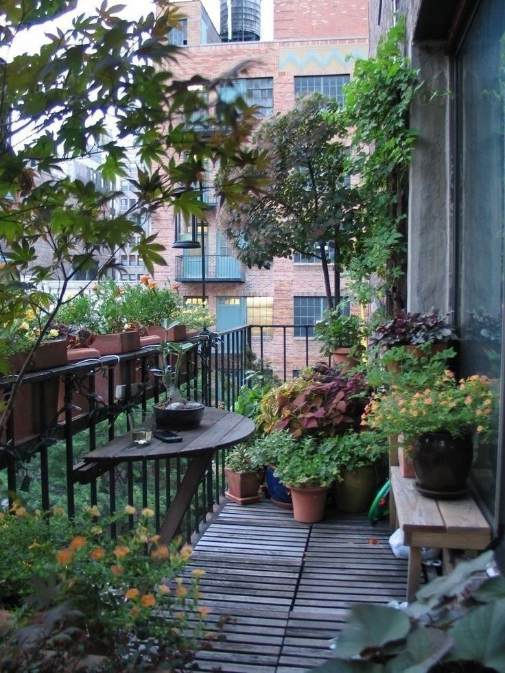 Small Apartment Balcony Garden Ideas: Romantic Small Apartment Balcony (35)