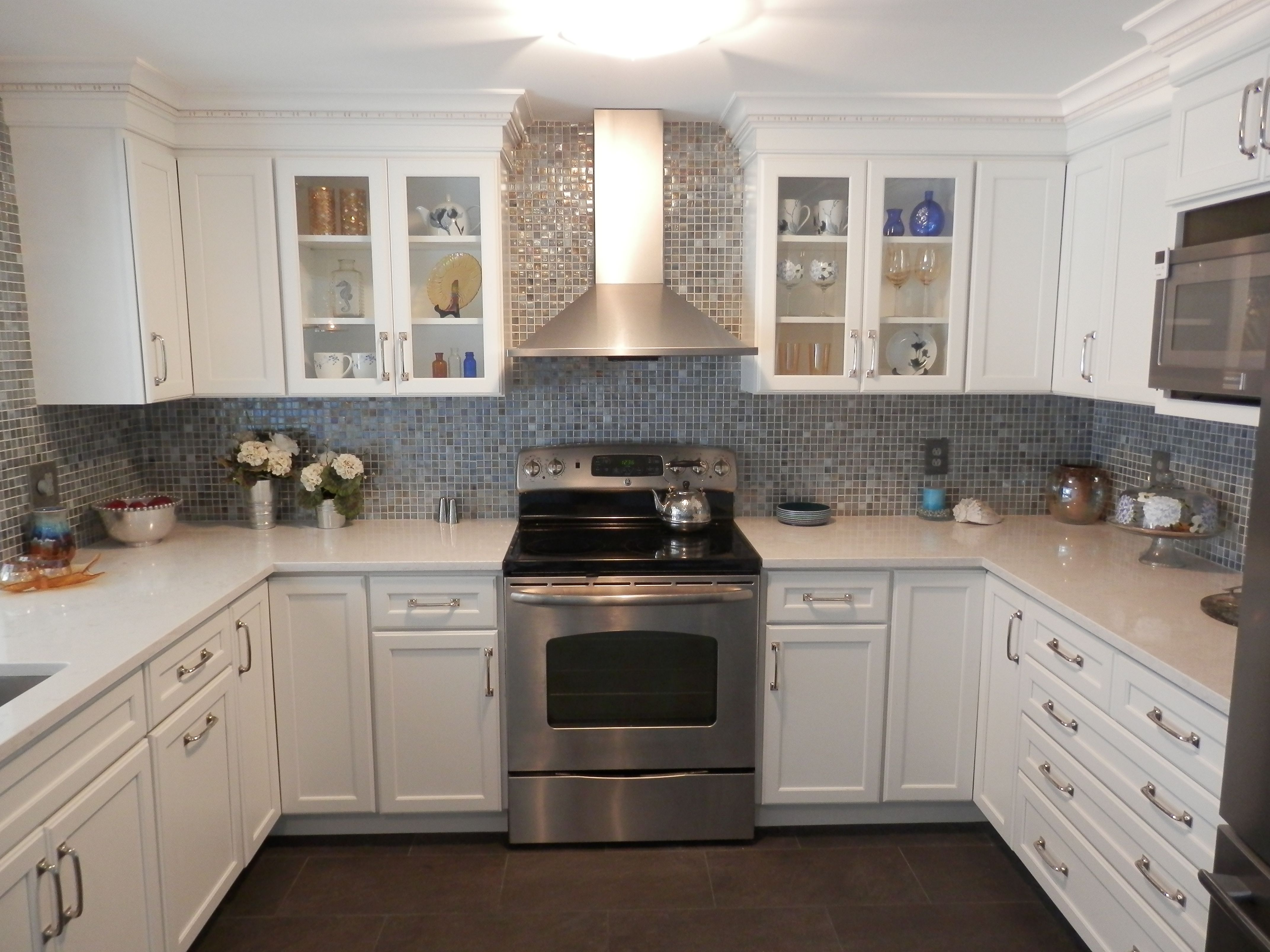 weißen granit küchenarbeitsplatten  gelb rot blau weiß