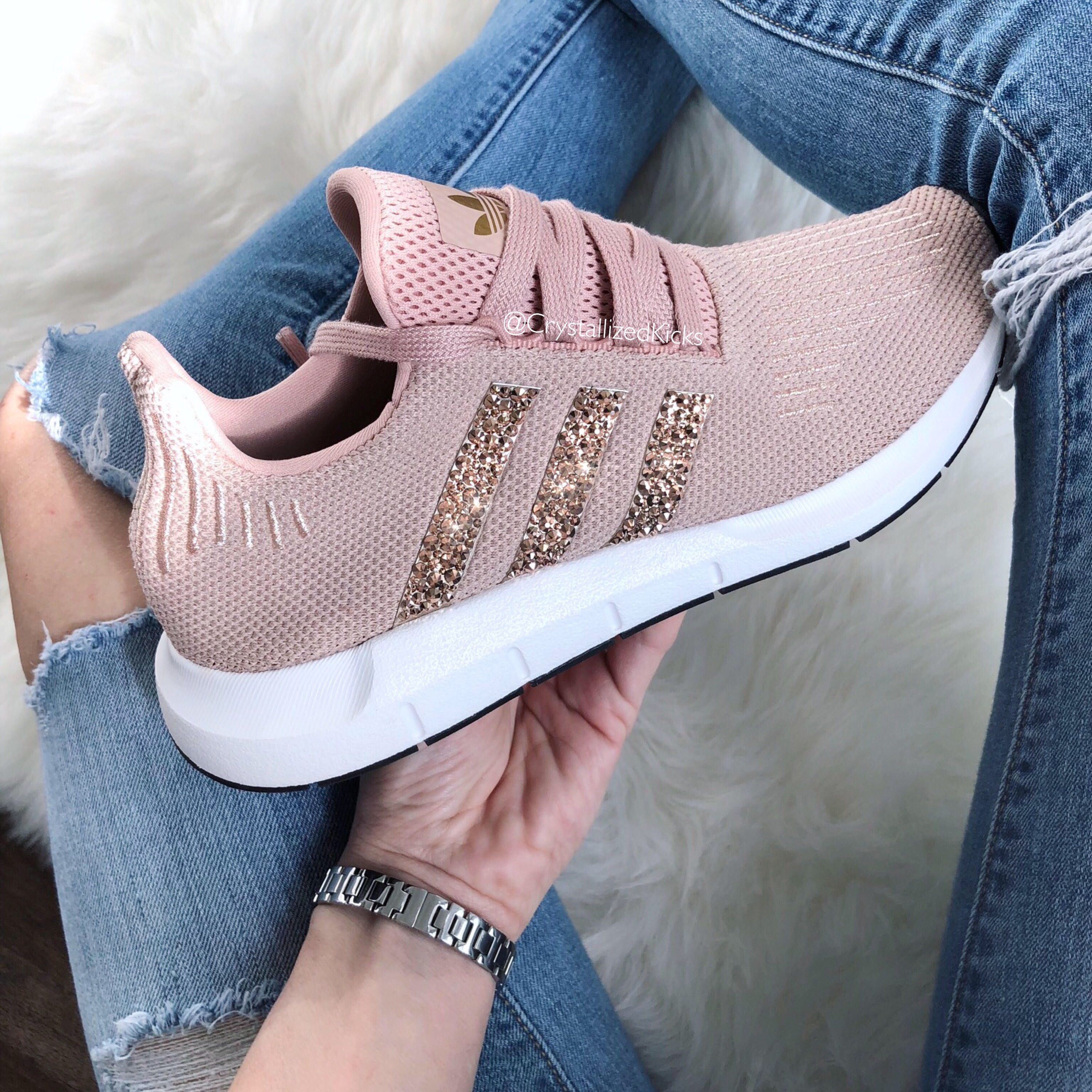 comerciante Walter Cunningham bruja  Adidas Swift Run Made with SWAROVSKI® Xirius Rose Crystals - Tan/Gold by  CrystallizedKi… | Zapatos adidas mujer, Zapatos deportivos mujer, Zapatos  deportivos adidas