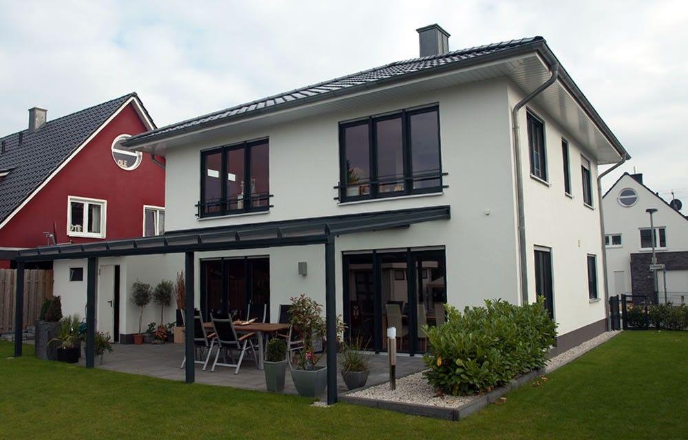 Stadtvilla mit freisitz architekt haus for Haus bauen architekt