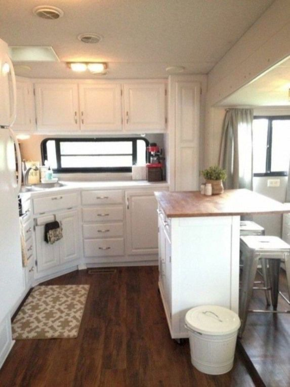 Stunning Renovations Ideas For RV Happy Camper 31