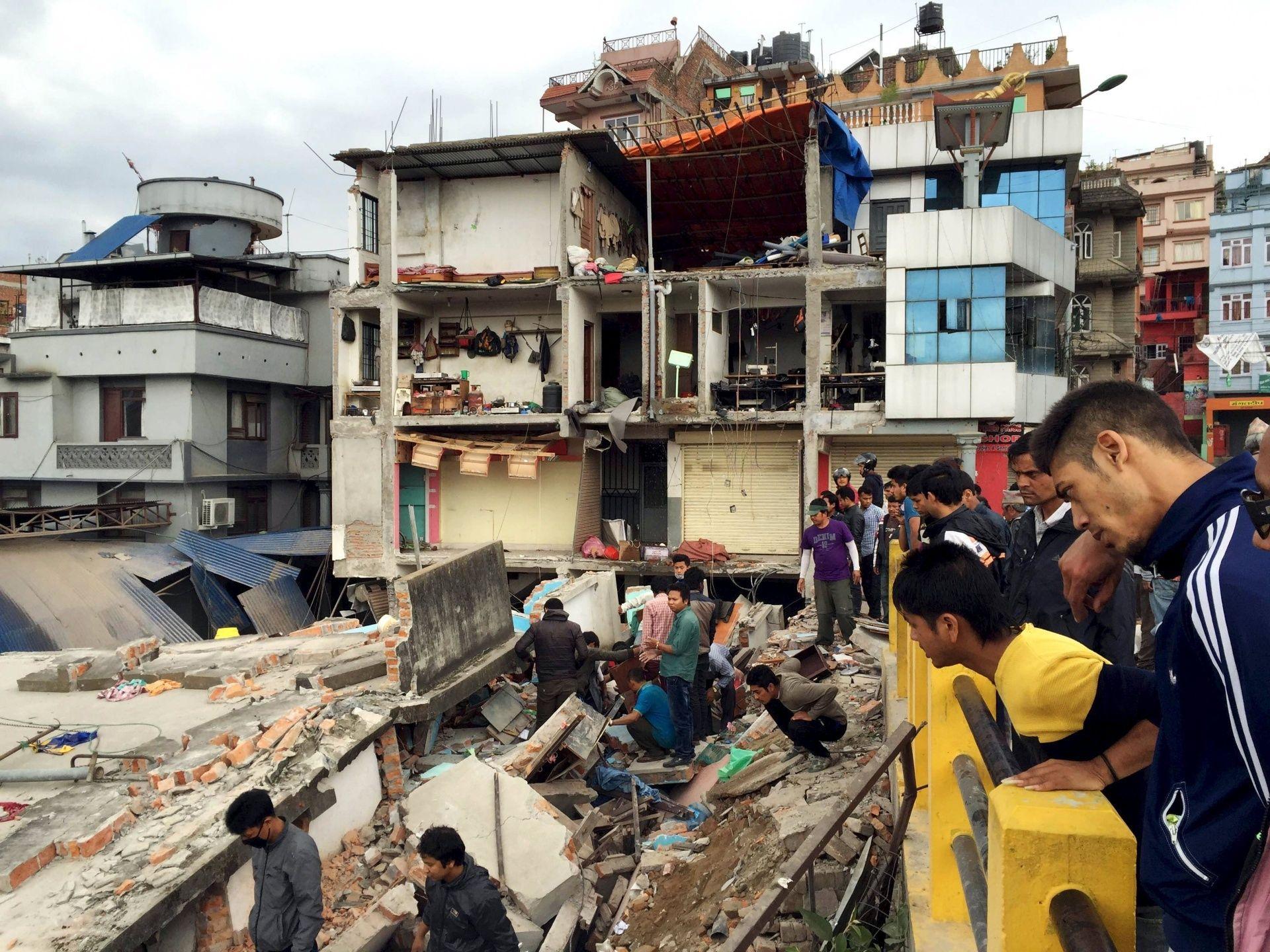 L'orrendo sciacallaggio di certi media sul terremoto in Nepal e sulle vittime   GaiaItalia.com