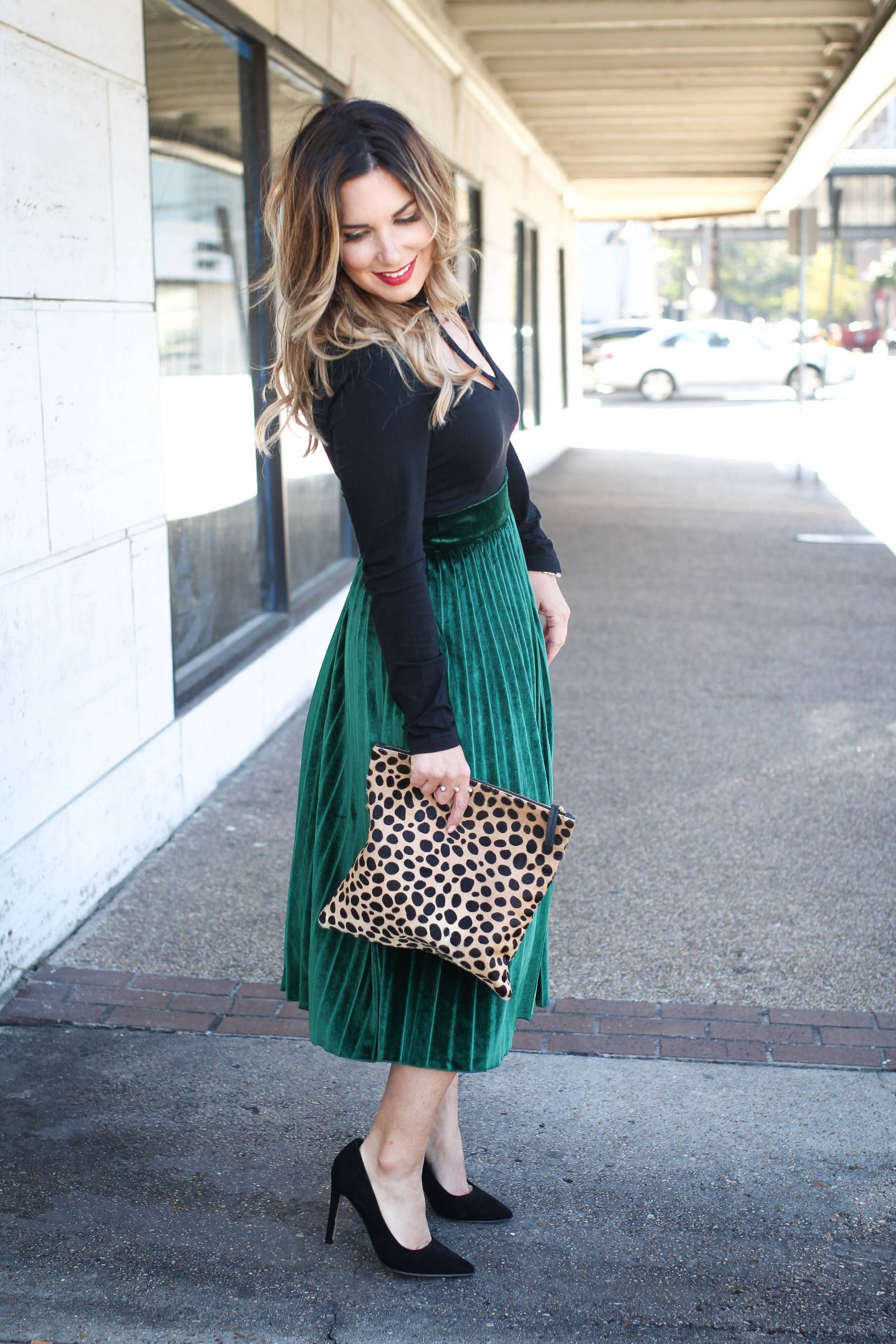 9bfc02c2e9 Velvet skirt outfit - such a perfect holiday look! Click through for more  of this midi skirt outfit.