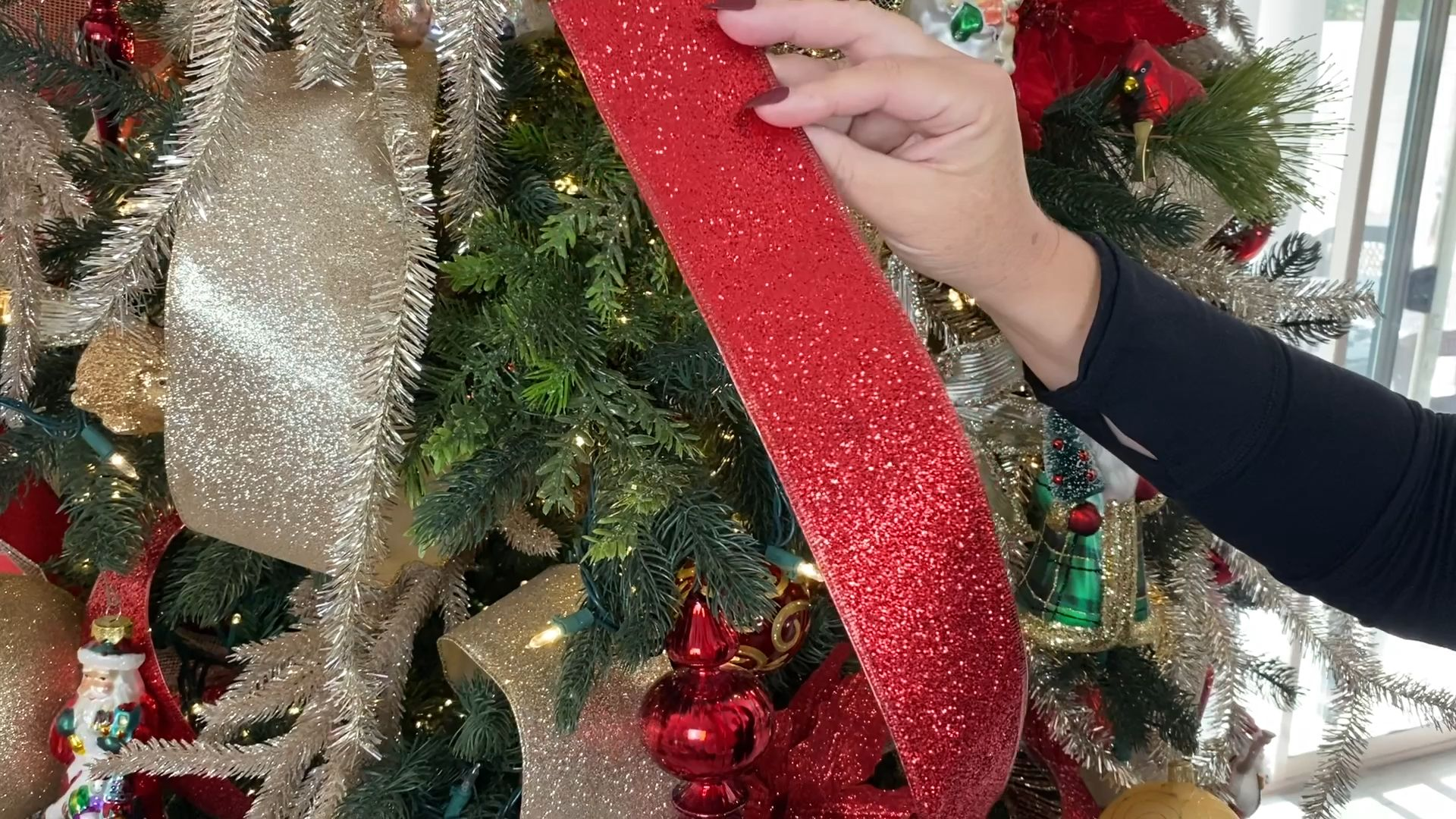 Christmas tree decorating!!