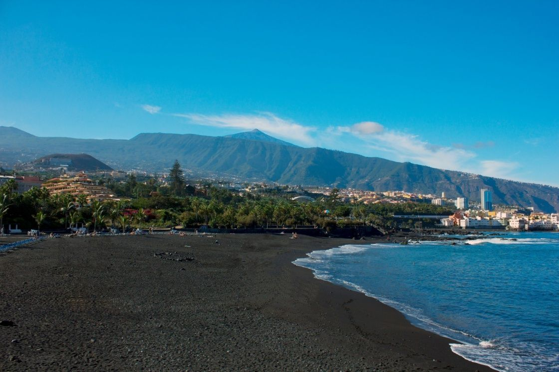 Black Sand Of Playa Jardin Puerto De La Cruz Tenerife Spain Beach Tenerife Natural Landmarks