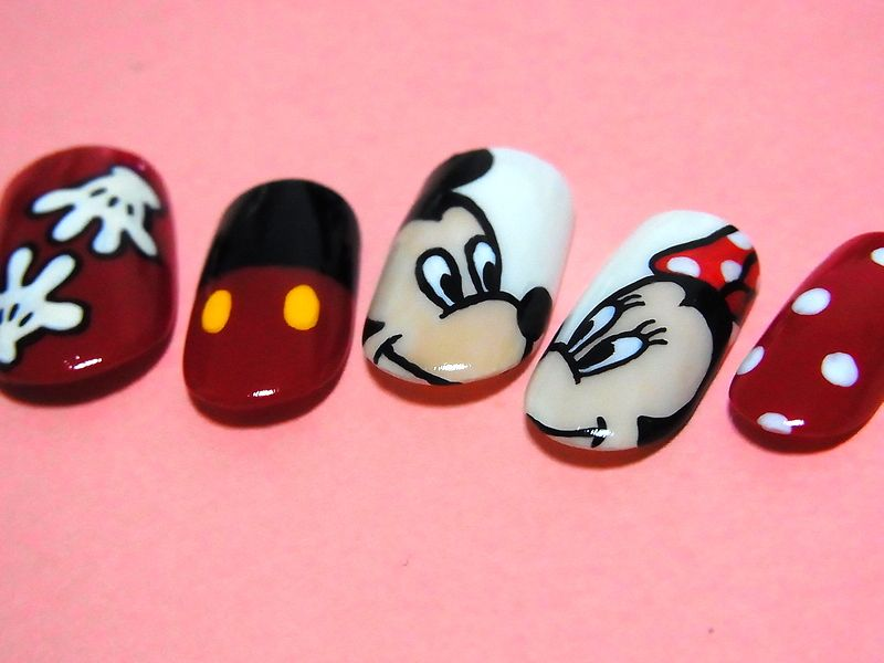 Mickey and Minnie Nail Art   nail   Pinterest   Modelo de uñas, Uña ...