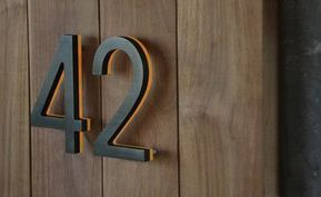 Faire Une Plaque Numero D Adresse Originale 20 Idees Inspirantes Modern House Numbers Sign Illuminated House Numbers Bronze House