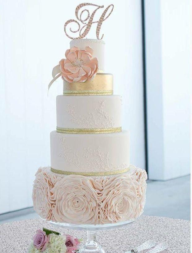 Hochzeitstorte Rosa Bluten Goldene Schleife Blumen The Catch Of A